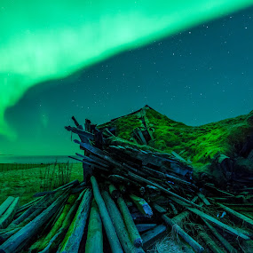 Clear sky with aurora and stars by Benny Høynes - Landscapes Weather ( lights, northernlights, green, stars, aurora, norway )