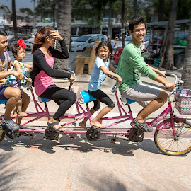 Thai Family on Tour by Jan Kiese - Transportation Bicycles