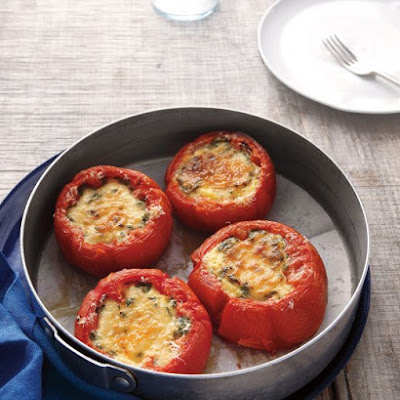 Baked Eggs in Tomatoes
