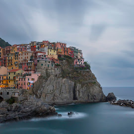 Manarola by evening by David De Vuyst - Landscapes Travel ( lange sluitertijd, italië, manarola, landschap, landscape, nd filter,  )
