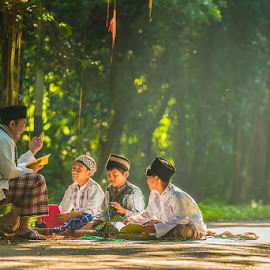 Mengaji by Agustian Harun - People Street & Candids ( children, study, learning, teacher )