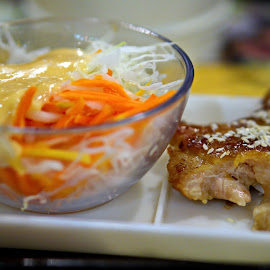 bite chicken n salad by Yudha Adillasaputra  - Food & Drink Meats & Cheeses ( salad, chicken, fresh, food, fried )