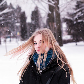 D.Rk by Andi Topiczer - People Portraits of Women ( love, wind, girl, winter, portret, denisa rk, iarna, 50mm, canon 60d, andi topiczer, portrait, brasov )
