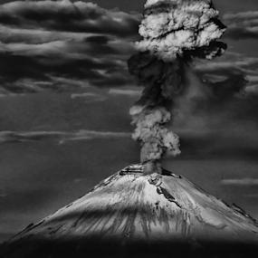 Big Smoker by Cristobal Garciaferro Rubio - Landscapes Mountains & Hills ( volcano, popocatepetl, eruption, smoking volcano )