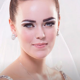 Photo for model's Portfolio by Alistair Cowin - Wedding Bride