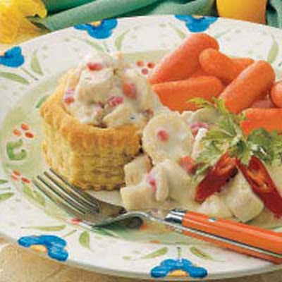 Creamed Chicken in a Basket