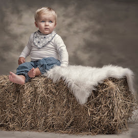 The boy with the blue eyes by Jan Kraft - Babies & Children Child Portraits ( colour, clothing, blue, feet, boy, eyes )