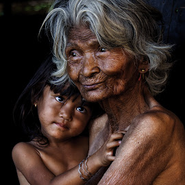 Grandmother and the kid by Thảo Nguyễn Đắc - People Family