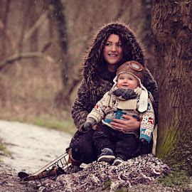 Isaac & Mama in the Snow by Claire Conybeare - Chinchilla Photography - People Family