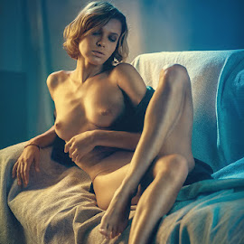Smoke. by Dmitry Laudin - Nudes & Boudoir Artistic Nude ( studio, girl )