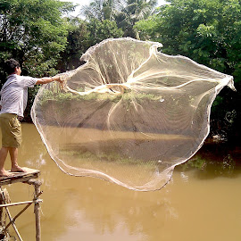 The Fishing Net by Sakada Sam - Instagram & Mobile Android ( hot sun, rural life, fishing )