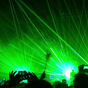 Green lasers by Stéphane Vaillancourt - News & Events Entertainment