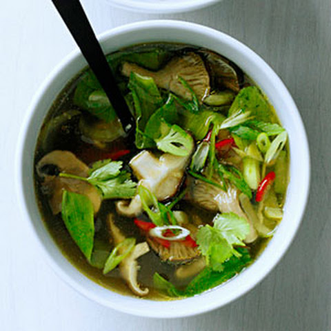 Asian Noodle Soup with Baby Bok Choy and Mushrooms Recept | Yummly