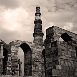 Qutub Minar - A Different View ! by Rohan Gupta - Buildings & Architecture Statues & Monuments ( different, rohan gupta, new delhi, qutub minar, india, monument, qutab minar, heritage,  )