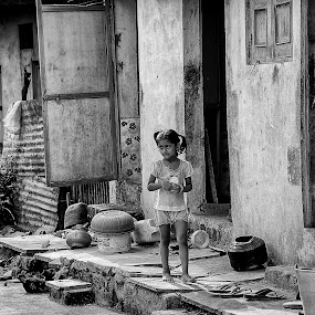 Children in the alley by John Hoey - Babies & Children Children Candids ( girl, street, asia, children, india, travel, boy, 5d mark iii,  )