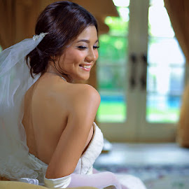 Happy Smile by Amin Basyir Supatra - Wedding Bride ( love, bali, prewedding, happy, wedding, white, bride, smile )