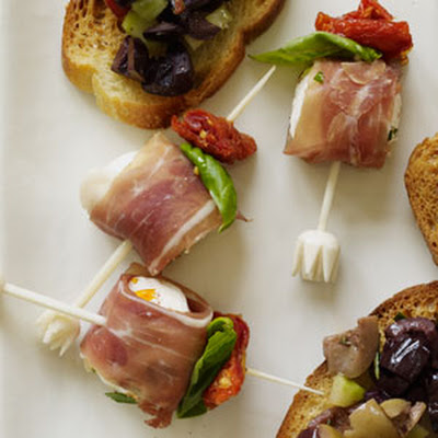Mozzarella and Prosciutto Bites with Pesto