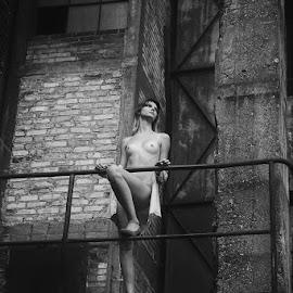 ona by Krzysztof Niewiadomski - Nudes & Boudoir Artistic Nude ( black and white, woman )