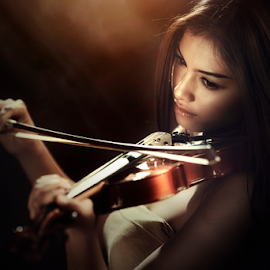 love song by Ivan Lee - People Portraits of Women ( canon, model, girl, violin, beauty )
