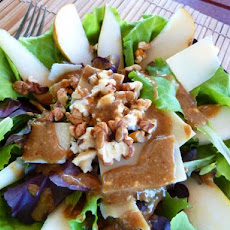 Baby Greens With Pears, Gorgonzola and Pecans