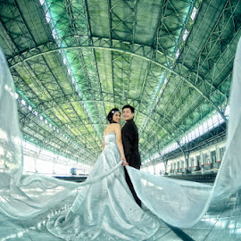 Prewedding @ Station by Aang Rinaldi - People Couples (  )