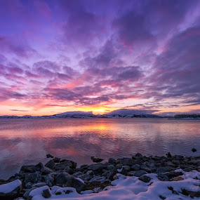 Sunset colours by Benny Høynes - Landscapes Sunsets & Sunrises ( clouds, winter, sunset, lake, sun, norway, colours )