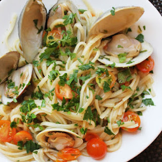 Clams with Linguini, Garlic, and Tomatoes
