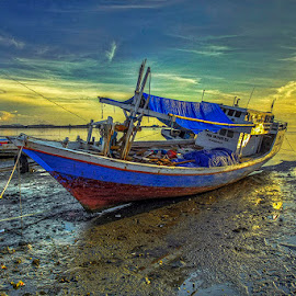 Semangat Pagi... by Iccang Ninol - Transportation Boats