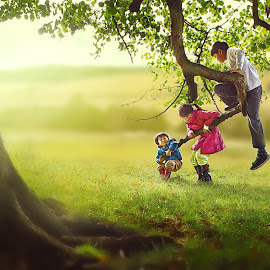 Play time by Josue De Guzman - Babies & Children Children Candids ( field, tree, autumn, outdoor, children, playing. )