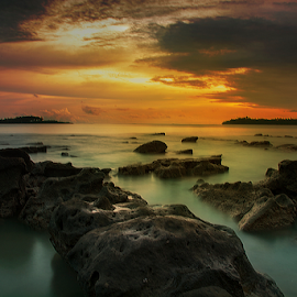 the dramatic atmosphere after sunset by Ananda Duha - Landscapes Waterscapes ( laut, langit, teluk, pantai, batu, awan )