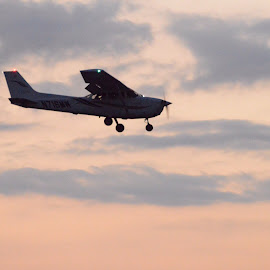 Evening Approach by Kevin Dietze - Transportation Airplanes