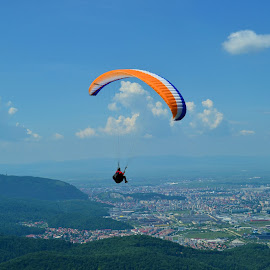 Up in the sky by Razvan Vlad - Sports & Fitness Other Sports ( bunloc, sky, height, blue, romania, paraglide, brasov )