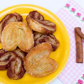 Cinnamon pastry by Daniel Ciolac - Food & Drink Cooking & Baking ( sweet, desert, cinnamon, cooking, baking, pastry )