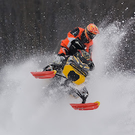 Pounding the powder by Brian Coughlin - Sports & Fitness Snow Sports (  )