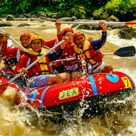 Action pack ! Fun-venture by OC Andoko - People Group/Corporate ( watersports, action, group, rafting, river, funventure )