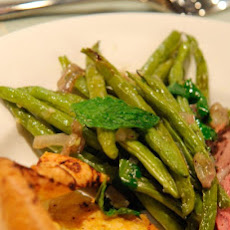Quick-Roasted Green Beans and Shallots with Garlic and Ginger Juice