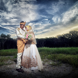 Lovely Couple by Mohd Zulhilmi Abu Bakar - Wedding Other ( sky, nature, strobist, wedding, sunset, beautiful, landscape, Love is in the Air, Challenge, photo )