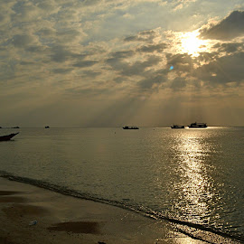 Golden beach  by Lin Shall - Landscapes Sunsets & Sunrises ( kaythi, xiao, linlin, ling, shall )