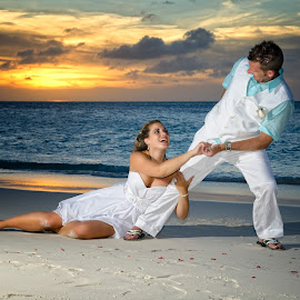 Pul me into marriage by Catchlights Fotografie - Wedding Bride & Groom ( aruba, wedding, sunset, fun, beach, bride, groom, sun, Wedding, Weddings, Marriage )