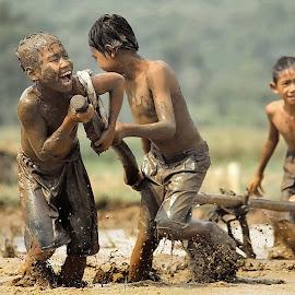 by DODY KUSUMA  - Babies & Children Children Candids ( kidsofsummer, kids playing in the summer )