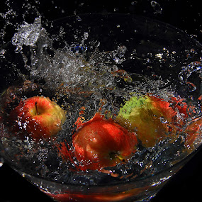 apples drop by Vernon Mata - Food & Drink Fruits & Vegetables