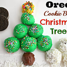 Oreo Cookie Ball Christmas Tree and Snowballs #oreocookieballs
