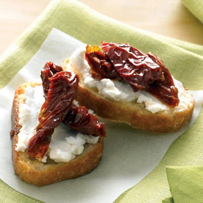 Goat Cheese and Sun-Dried Tomatoes Crostini