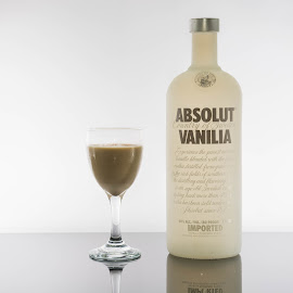 choco vanilia by Littledog Photography - Food & Drink Alcohol & Drinks ( chocolate, absolut, vanilla, photography, vanilia, selective color, pwc )
