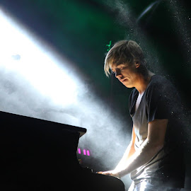 Piano solo by Jane Dunne - People Musicians & Entertainers (  )