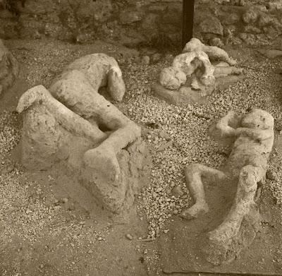 http://lh6.ggpht.com/RandRWassenaar/R6BxMQPcSrI/AAAAAAAACMM/QWI2qekpVqo/s800/pompeii-bodies.jpg