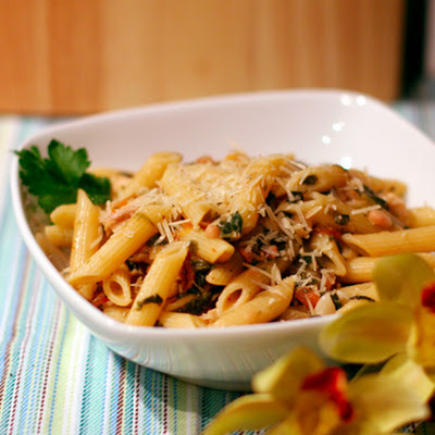 Pasta with Spinach, Chicken, and White Bean Ragu