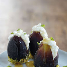 Fresh Figs With Ricotta and Honey