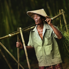 Petani Tua by Lengz Jurufoto - People Portraits of Men ( farmer kelantan old man )
