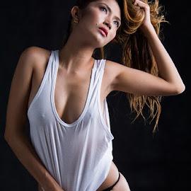 Mae by Johnny Lim - Nudes & Boudoir Boudoir